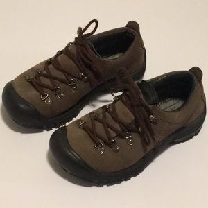 Woman's Keen Hiking Shoes Size 7 1/2